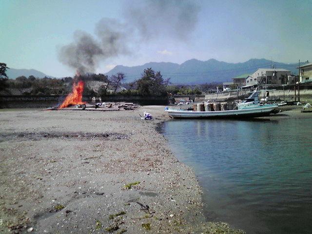 4台目の筏焼却
